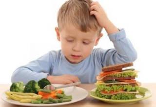 Ребенок думает, что ему съесть